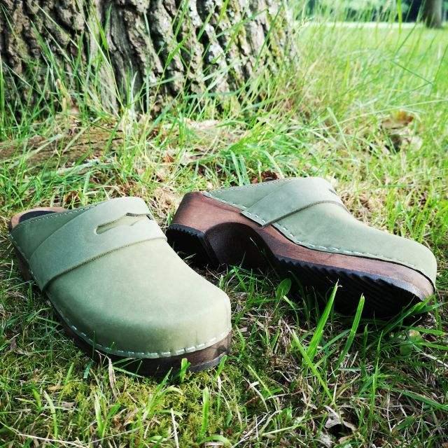 groen nubuck - lage classic klompjes brown base - Merk: Lotta from Stockholm