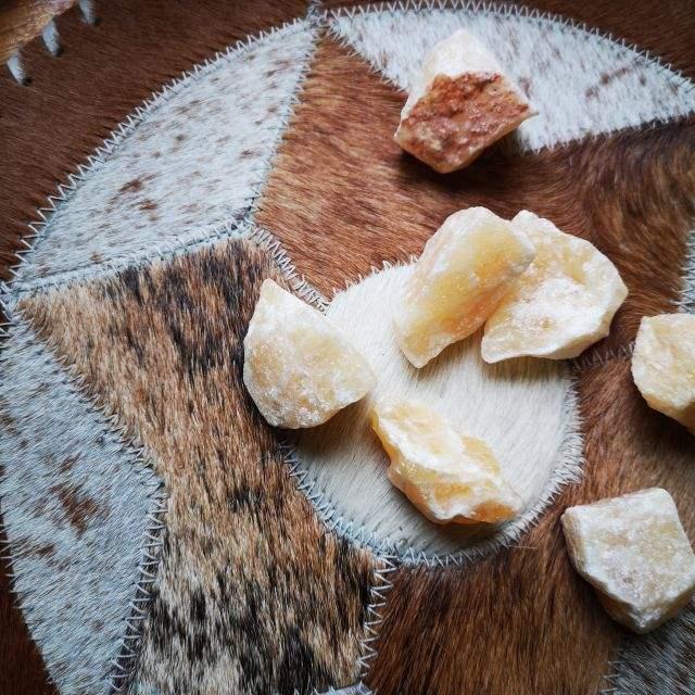 oranje calciet - ruwe edelsteen